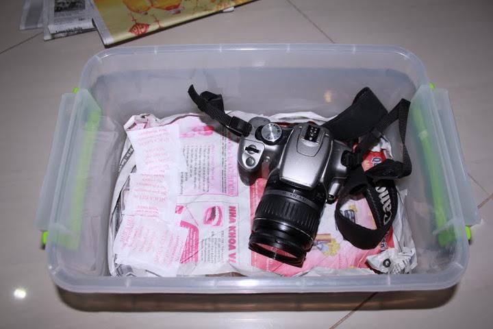 Hộp chống ẩm máy ảnh